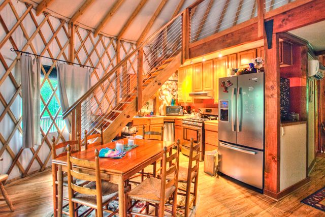 yurt-binnen1
